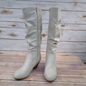 Cliffs by White Mountain Boots 7.5M Cream